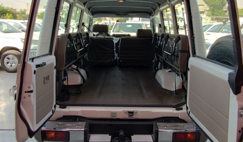 Toyota Landcruiser 78  4WD | 13 Seater | V8 | Diesel full
